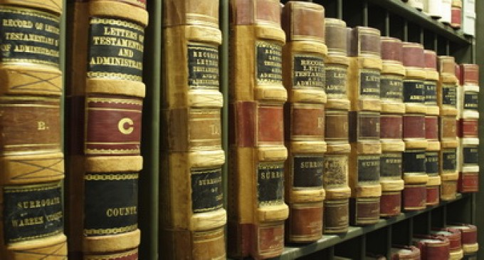 Accesul la informaţia juridică (I)